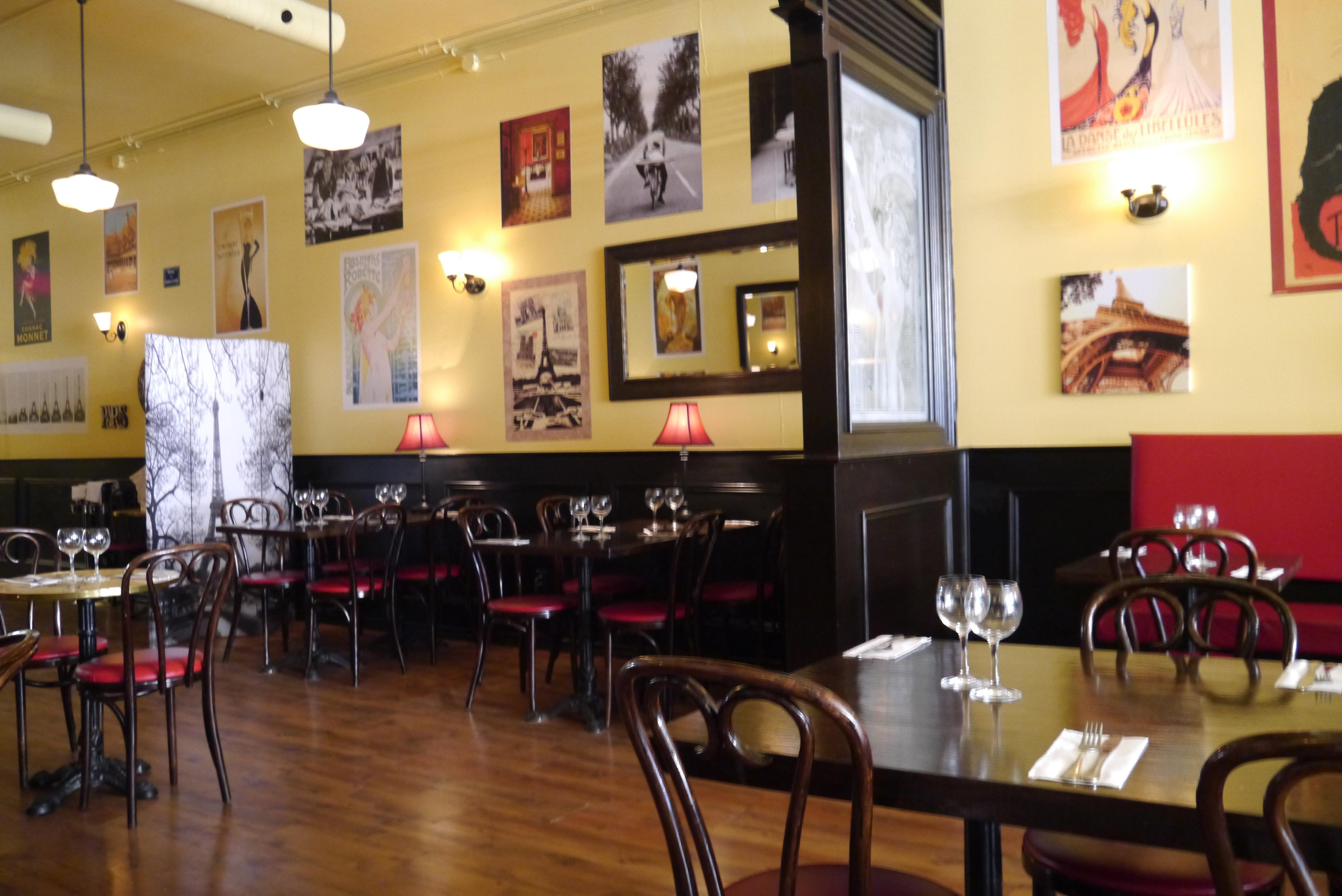 The 29 >> Paris Crêpes Cafe: Niagara - Dreams of Velvet